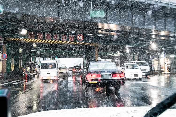 降雪時のドライブイメージ
