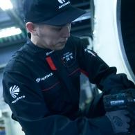 オートバックス車検作業_01
